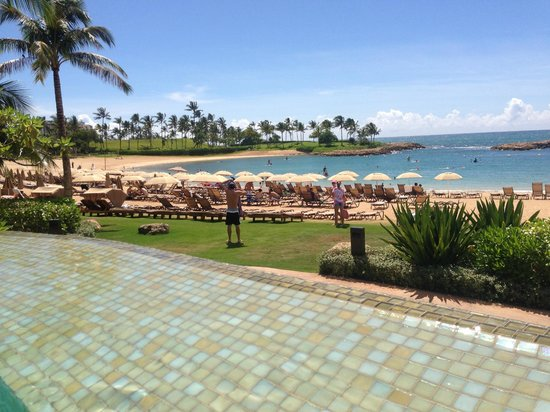 Aulani, a Disney Resort & Spa: View from inside the infinity pool to the beach