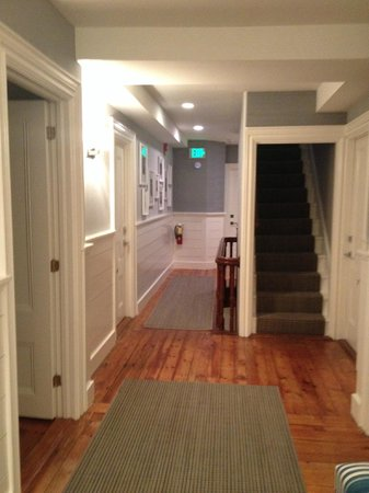 76 Main Nantucket: 2nd floor hall