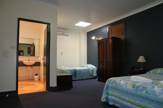 Atherton Hotel Bistro: Standard Room. Family Friendly