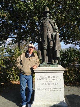 Pilgrim Memorial State Park: William Bradford statue