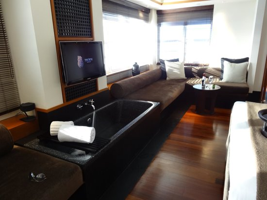 The Setai: room