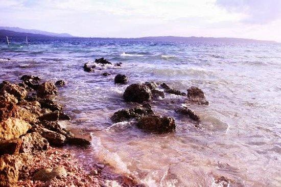Isla Hayahay: Perfect snorkling area around here.