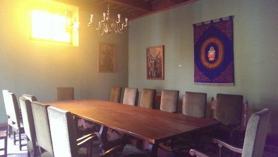 House of Osambela: meeting room