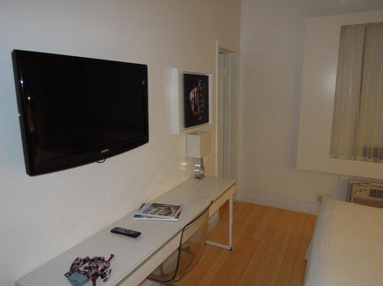 Greenview Hotel: TV&Desk
