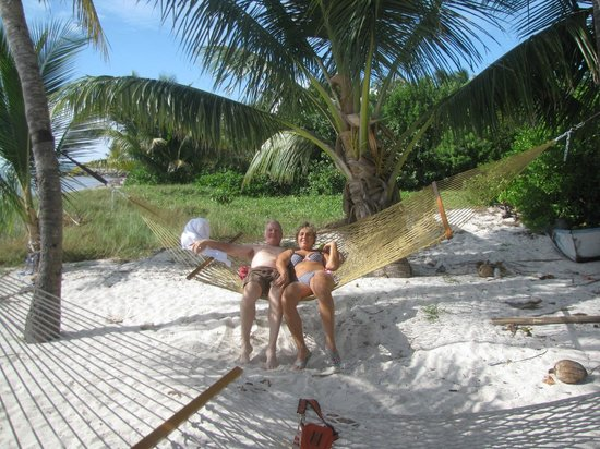 Cocoplum Beach & Tennis Club & Marina: Hammock on the beach