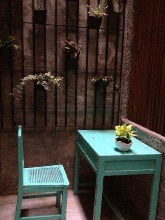3080s Apartment: 窗外的小風景