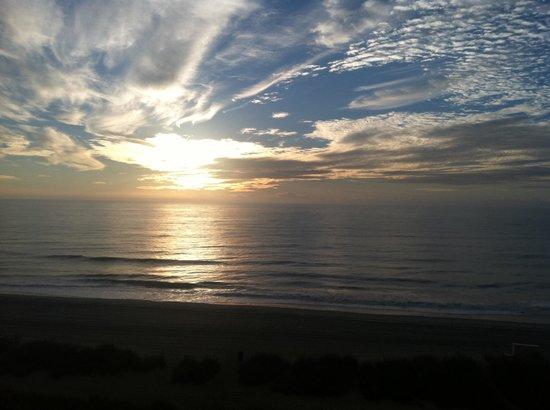 Sea Crest Oceanfront Resort : Sunrise