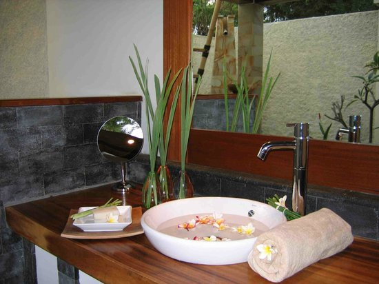 alam Batu: bathroom