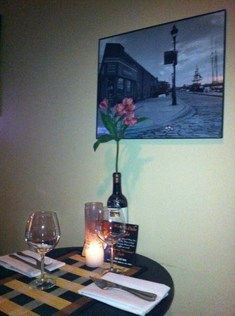 The Corner Bistro and Wine Bar: Cozy table for two