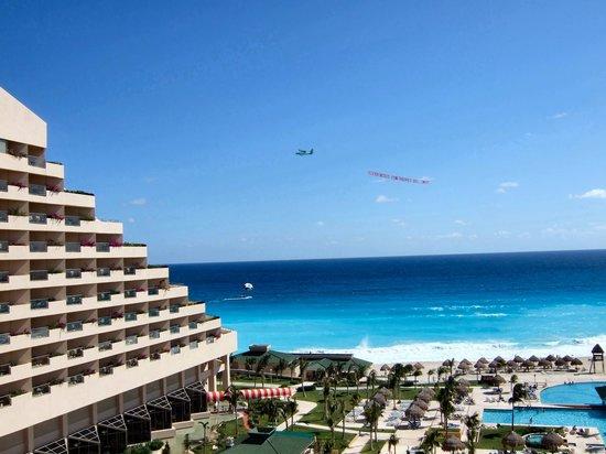 Iberostar Golf Club Cancun: ホテルから浜辺