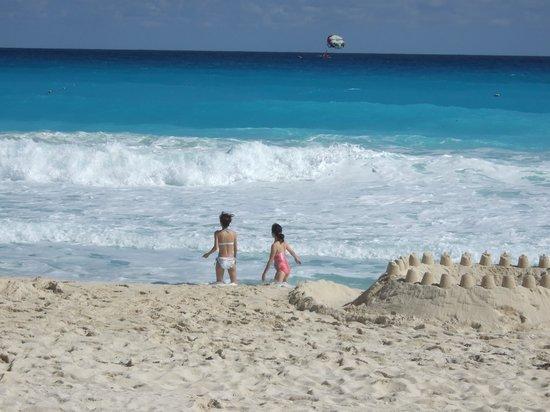 Iberostar Golf Club Cancun: ホテルの前の浜辺