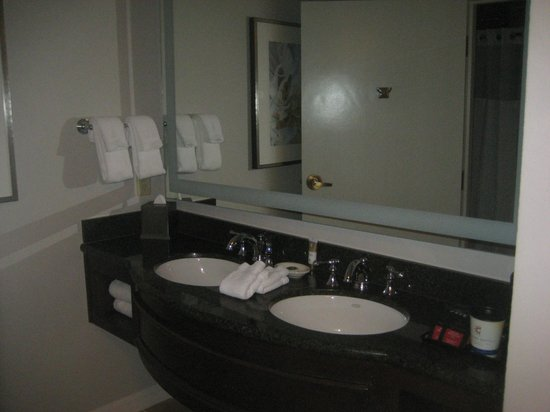 Gaylord Palms Resort & Convention Center: Vanity Area Separate from Shower/Toilet
