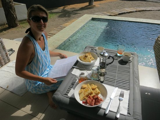 Lilin Lovina Beach Hotel: mmm...banana pancakes