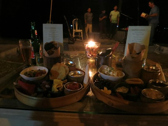 Lilin Lovina Beach Hotel: mmmm....dinner
