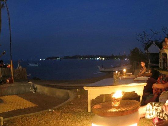 Lilin Lovina Beach Hotel : the view while enjoying live music on the beach