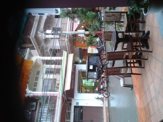 Chusska, Indian Vegetarian Restaurant: view of the street from the restaurant