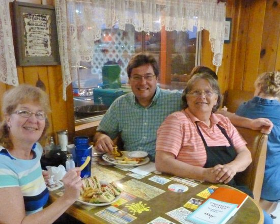 Beeline Cafe: Linda was a lot of fun and very welcoming!