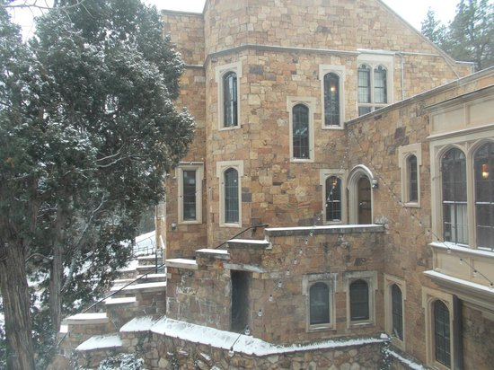 Glen Eyrie Castle & Conference Center: Veiw from room #207