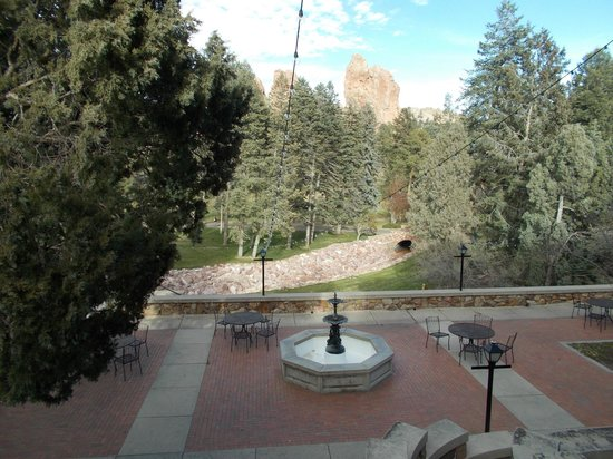 Glen Eyrie Castle & Conference Center: View from front pattio