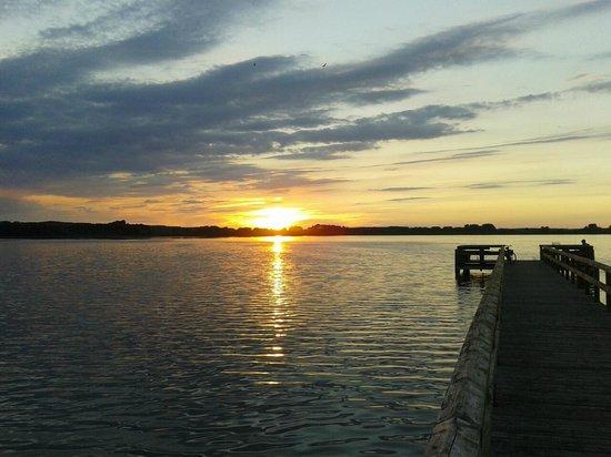 Golfclub Schloss Teschow: A beautiful sunset over the lake in summer