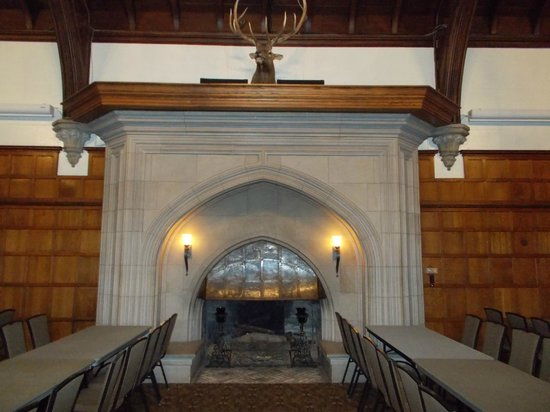 Glen Eyrie Castle & Conference Center: Big Hall Fireplace
