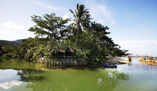 Mai Pen Rai Bungalows : river and beach
