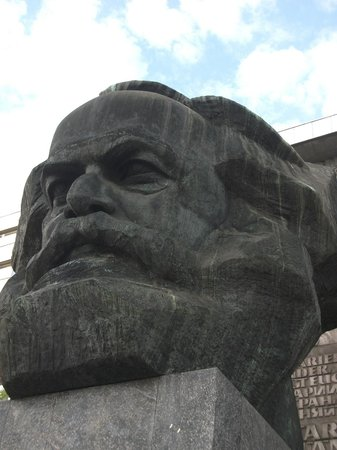 ‪Karl-Marx-Monument‬