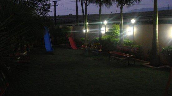 Hotel Aristro & Zo Rooms: Garden
