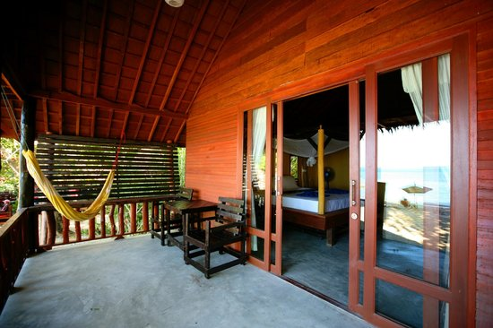 Mai Pen Rai Bungalows : beach room balcony