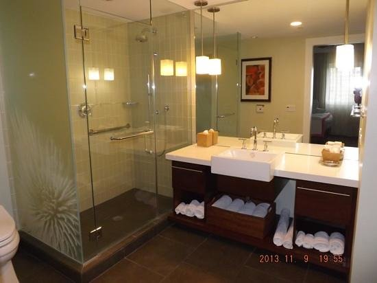 Kings' Land by Hilton Grand Vacations: bathroom in 1 bedroom condo, bld 22