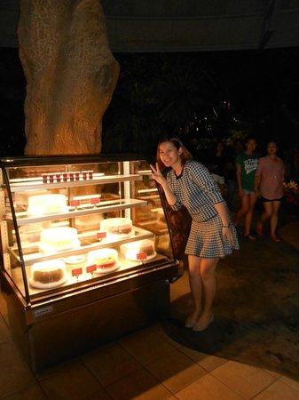 Khaomao-Khaofang Restaurant : the cake fridge, yummy, she takes two, I guess