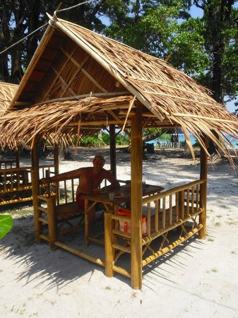 Ko Tachai Island: Кафе