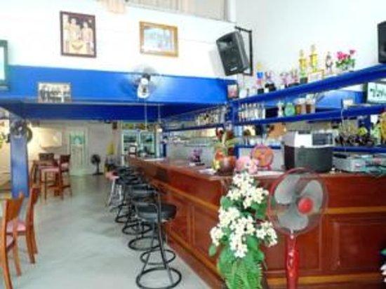 Blue Lagoon Guest House & Bar : The Bar area