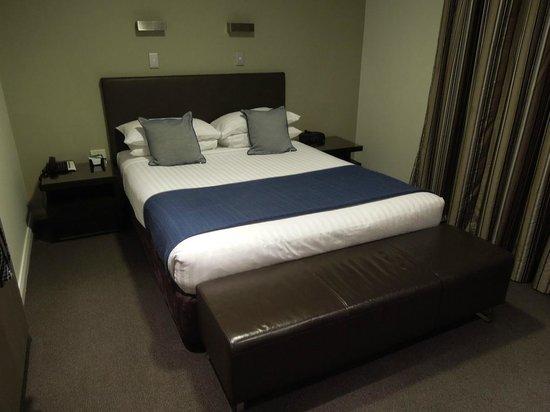 Mantra Collins Hotel: Club Room Queen Bed