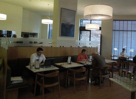 Mantra Collins Hotel : Lobby Coffee Shop / Restaurant