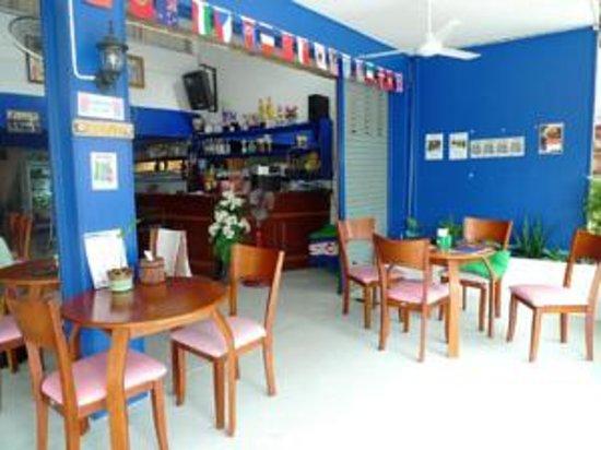 Blue Lagoon Guest House & Bar : Bar area
