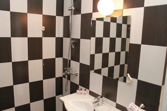 Mizia Hotel: Bath