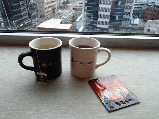 Prince Hotel Seoul: In-room tea & coffee