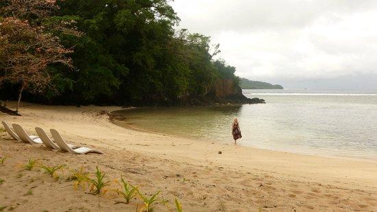 Qamea Resort And Spa Fiji : Beach Walk