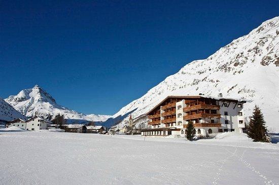 Alpenhotel Tirol Galtur: Außenansicht Winter