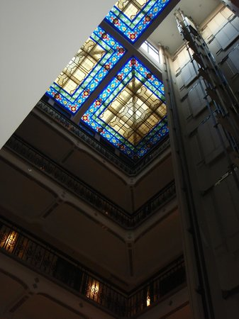 Hampton Inn & Suites Mexico City - Centro Historico : Lovely stained glass roof!