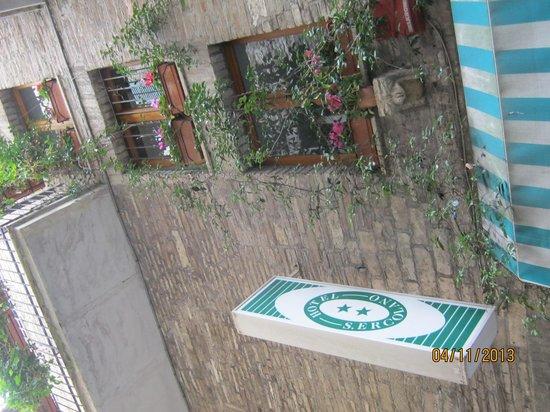 San Ercolano Hotel : 看板がめだっていました。
