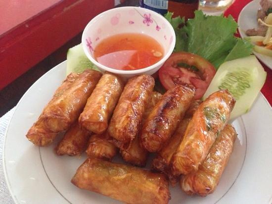 Lap Thao Restaurant : Super crispy chicken spring rolls