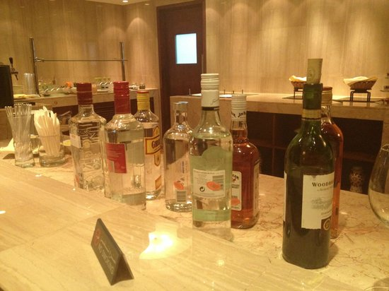 InterContinental Regency Bahrain : Evening drinks in the club lounge (service closes 8pm)