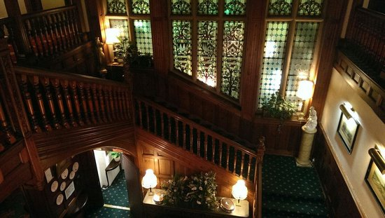 Stanhill Court Hotel: Beautiful Staircase
