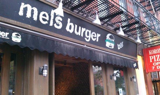 Mel's Burger Bar: 店頭
