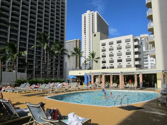 Aston Waikiki Beach Hotel: Pool area