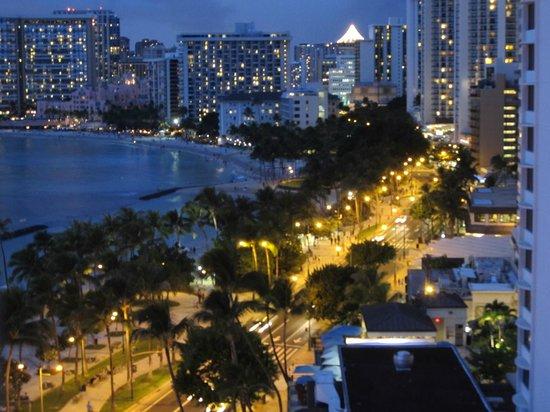 Aston Waikiki Beach Hotel: Waikiki at night from queen suite