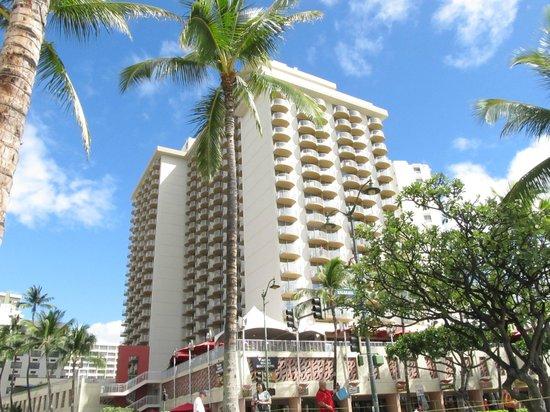 Aston Waikiki Beach Hotel: Hotel building