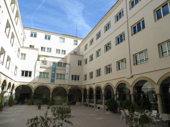 TRH BAEZA: patio central